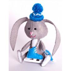 Набор для изготовления игрушки из фетра Зайчонок с коньками