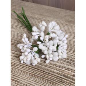 Декоративный букетик из тычинок цвет Белый